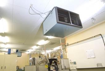 恒温室での加工・測定の写真2