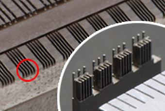 狭ピッチ(0.3ピッチ)コネクタ成型金型用の電極の写真2(クリックで拡大画像をご覧いただけます)