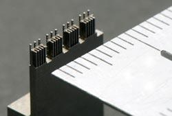 弊社製作の微細形状電極を使用した金型部品の写真1
